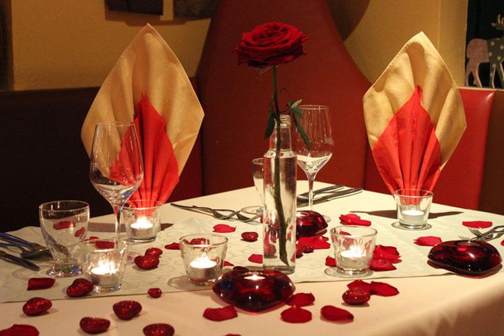 Titel: Candlelight Dinner im Malerwinkl - Beschreibung: romantisches Candle light Dinner im Malerwinkl nahe der Riegersburg romantisch gedeckt mit viel Kerzenschein