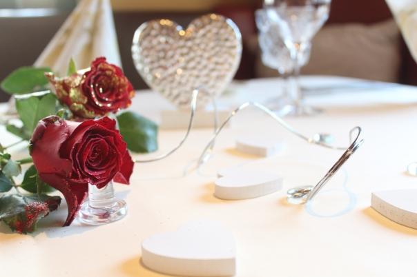 mit rosen gedeckt, Candlelightdinner