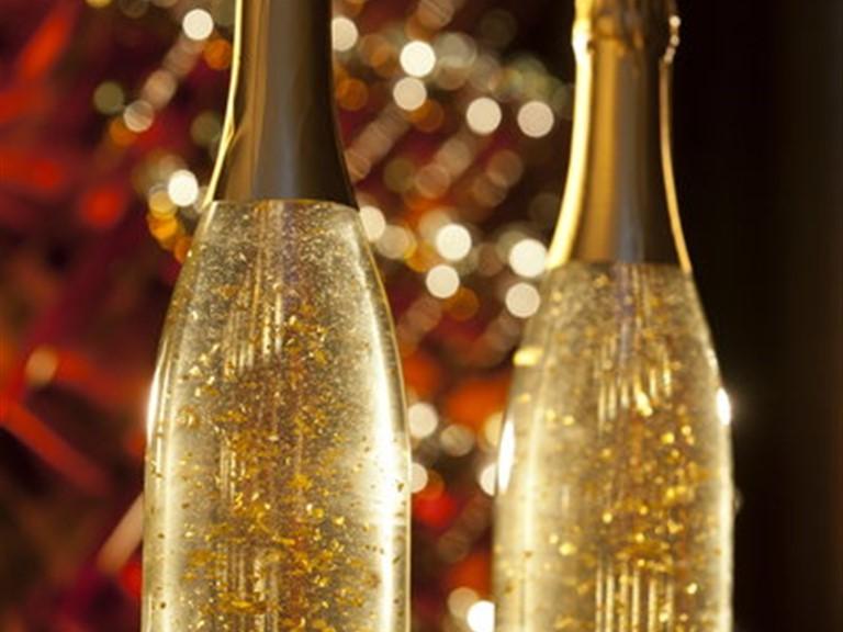 Goldrausch Sekt:   Den sorgfältig ausgewählten Cuvée mit 23-karätigem Blattgold gibt es auch mi
