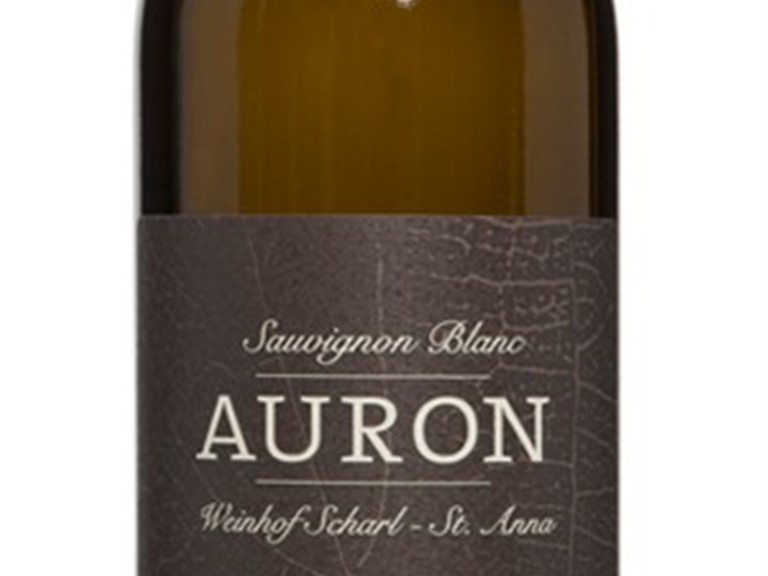 Auron Sauvignon blanc Magnum Weinhof Scharl:   Tiefe, reife Frucht, Duett aus Stachelbeer und Cassis, kompakt und mineralis