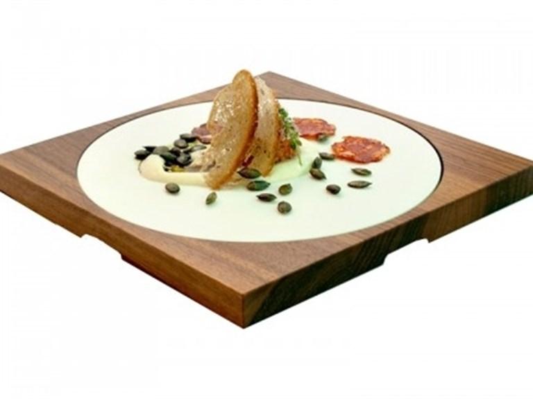 Quadratt glatt: Dein Brett für viele Anlässe   Quatratisches Holzbrett in der Holzsorte Nuss k